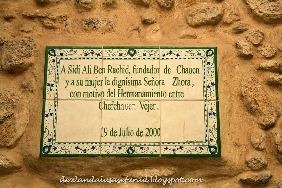 hasta hoy en da vejer de la frontera conserva el legado andalus como las cobijadas mujeres del lugar cubiertas con un manto tapando gran parte de su