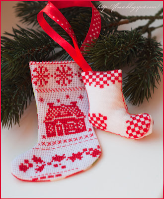 Носочек от DFEA, вышивка носочек, носочек красный, новогодний носок, новогодний сапог, новогодняя игрушка вышивка, игрушка на елку вышивка, красный новый  год, рождество носок, подвески на елку своими руками