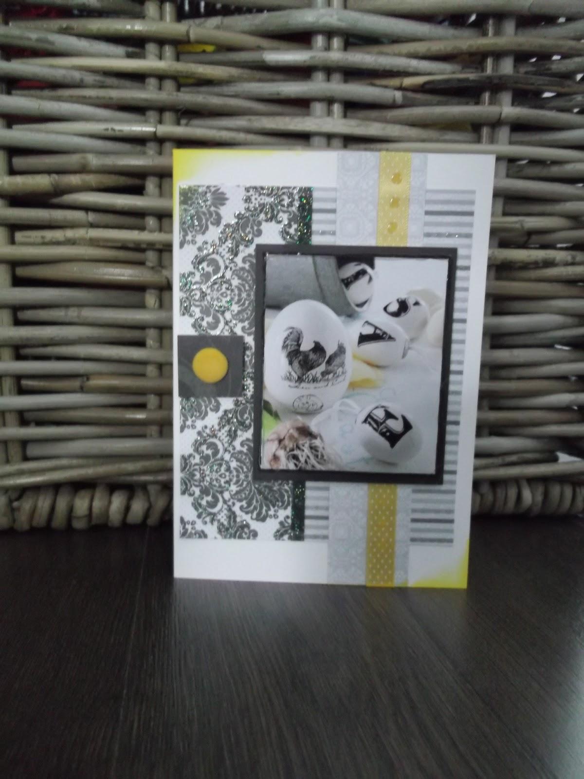 Itsetehty pääsiäiskortti. Kuva, jossa pääsiäismunat koristeltu kirjaimin