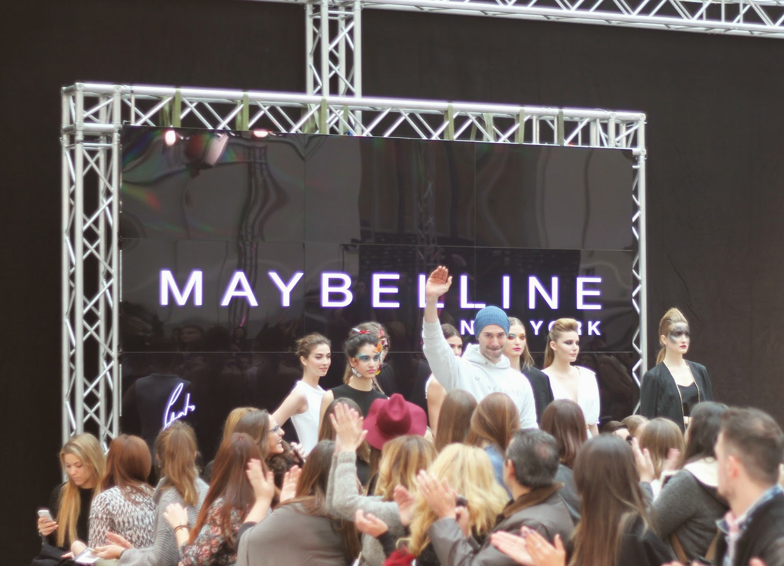 photo-mfshow_women-maybelline_ny-delapasarelaalacalle-gato