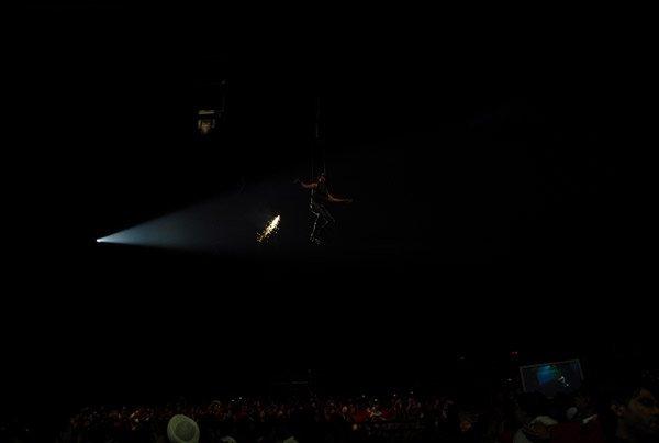 Akshay Kumar performs a dare-devil stunt at IIFA Awards 2008 Still4