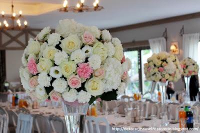 duże bukiety kule z kwiatów