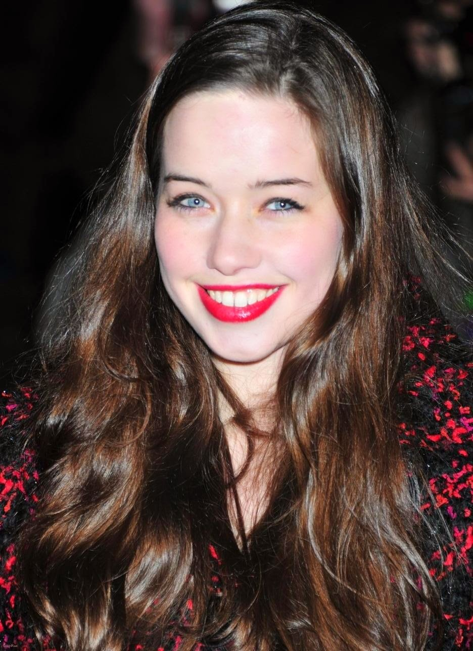 Anna Popplewell Wallpaper Hollywood Actre...