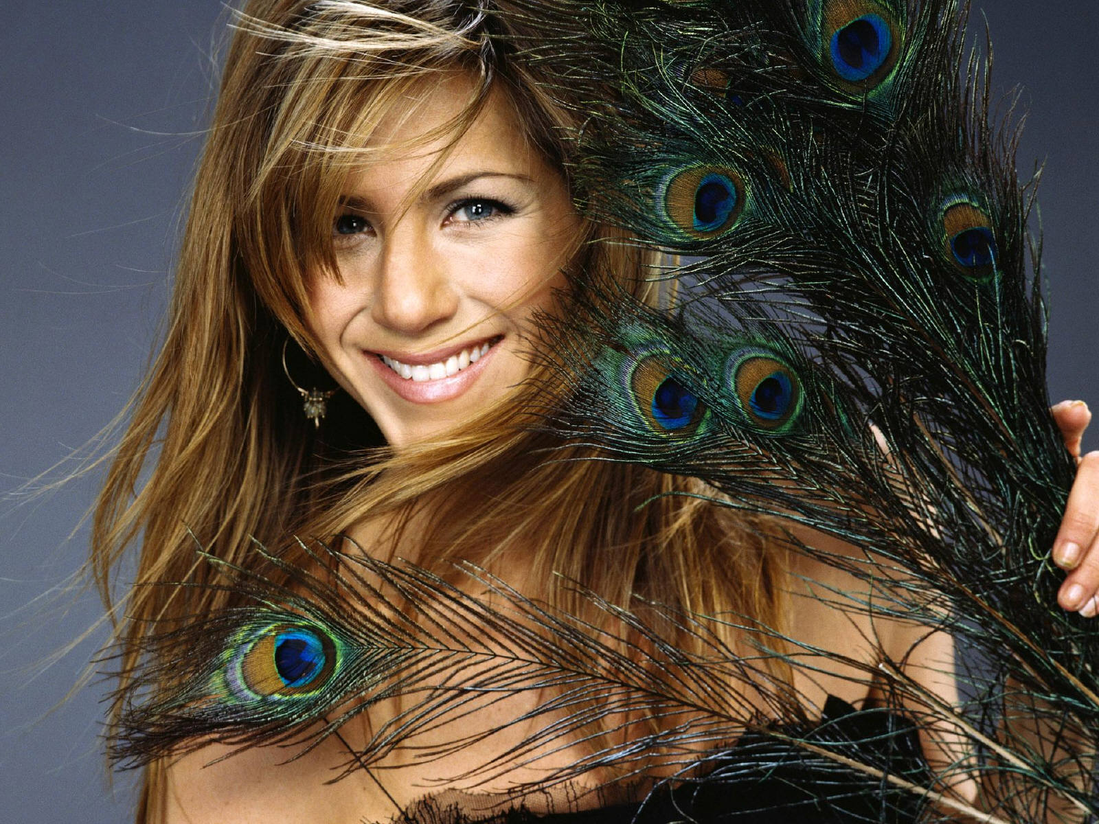 http://4.bp.blogspot.com/-egVb39XlS24/T-X3pjxem2I/AAAAAAAAFfo/iv-EPN2HuLE/s1600/wallpapers-jennifer-aniston-download-free-705913.jpg