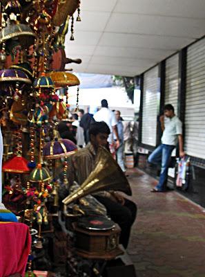 colaba street market
