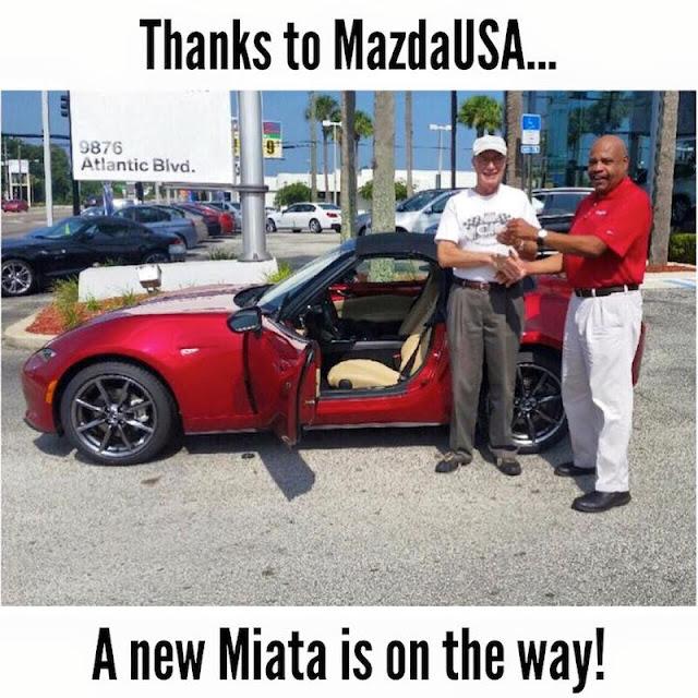 神対応!マツダが納車直後に追突されたオーナーに新車のロードスターを再び用意!