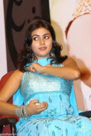 Shamna-Kasim-Poorna-hot-Actress-2