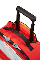Detail of the extendable carry handle on the Samsonite range of kids bags