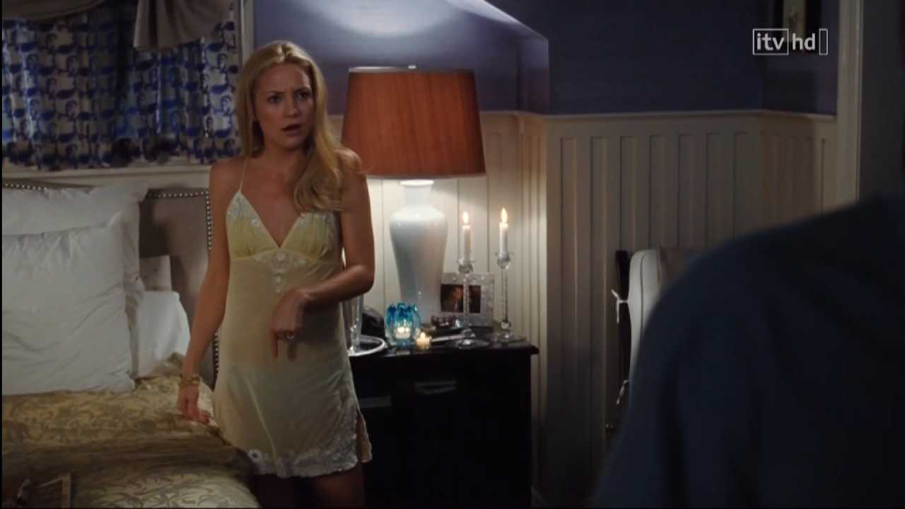 Kate Hudson Upskirt Moment In Lucky Bed