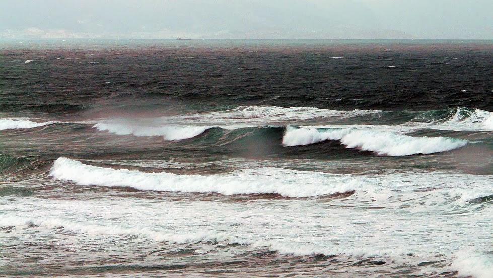 sopelana negro gris oceano incomodo 01