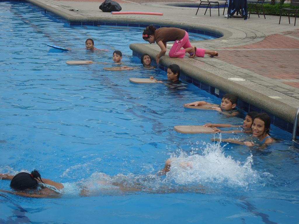 Urbanizaci n turquesa de la joya nuevo horario de la piscina for Horario piscina alaquas