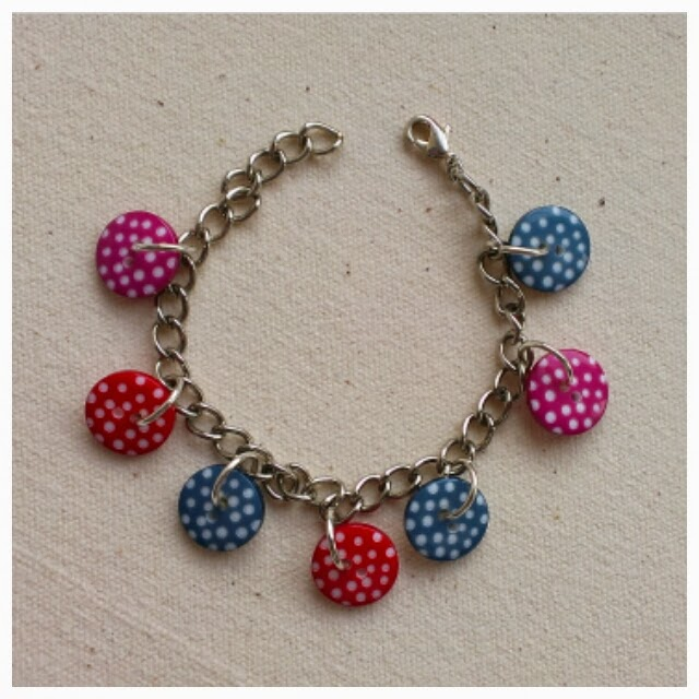 Miss Chaela Boo - Five ideas for crafting with buttons - button charm bracelet