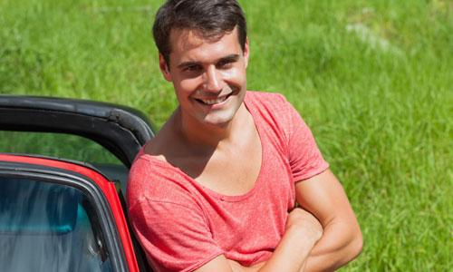 5 Benefits of Living the Single Life,handsome man laughing happy