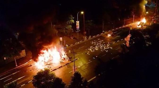 Kerusuhan di Singapura, Mobil Dibakar
