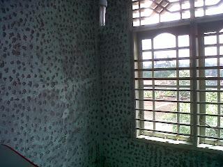 mengatasi dinding kamar yang lembab menjadi indah info