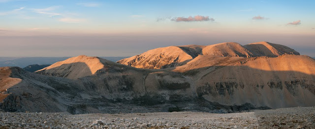 Monte Acquaviva al tramonto, visto dal Monte Amaro della Majella