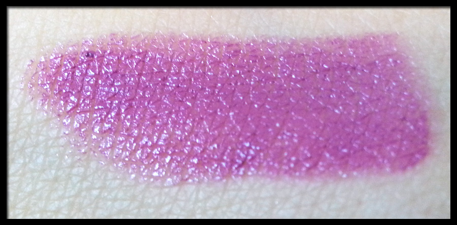 MAC Lipstick in Up The Amp - Swatch a luce naturale