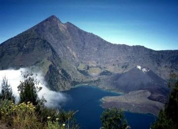 http://4.bp.blogspot.com/-ei-HSO3uDNo/T5iH6OKYIKI/AAAAAAAAAGM/dLDxA3M4hLE/s400/gunung-rinjani.jpg