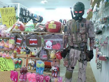 Kami juga menjual pelbagai jenis patung mainan.