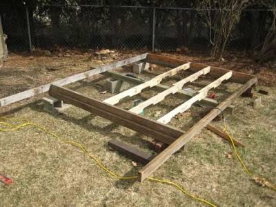 entramado-largueros-de-madera-para-base-de-la-casita