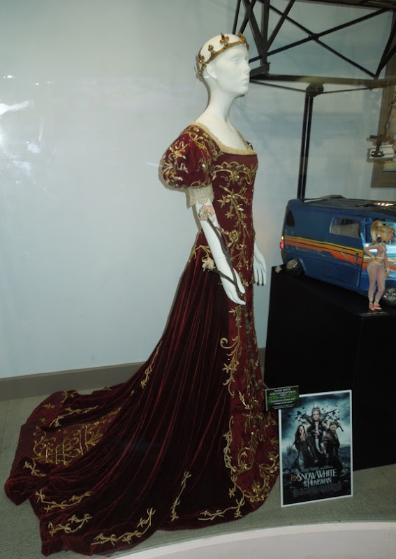 Snow White Huntsman movie costume