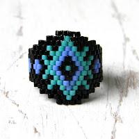 Необычное бисерное кольцо с узором в этническом стиле