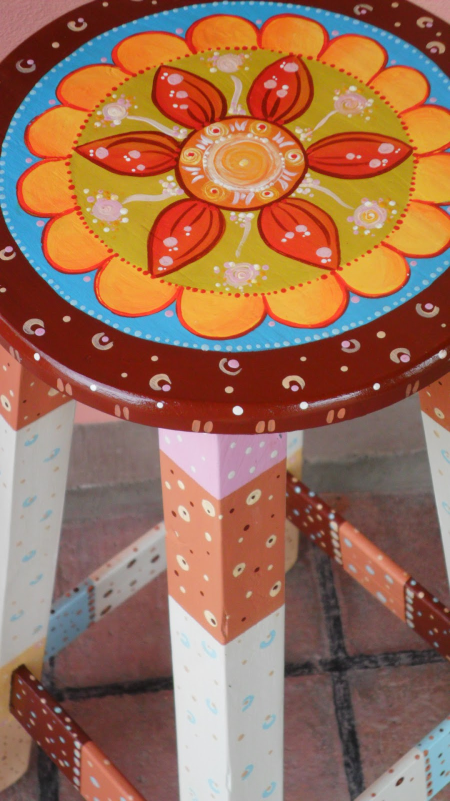 Fotos de muebles de pino pintados for Muebles de mimbre pintados