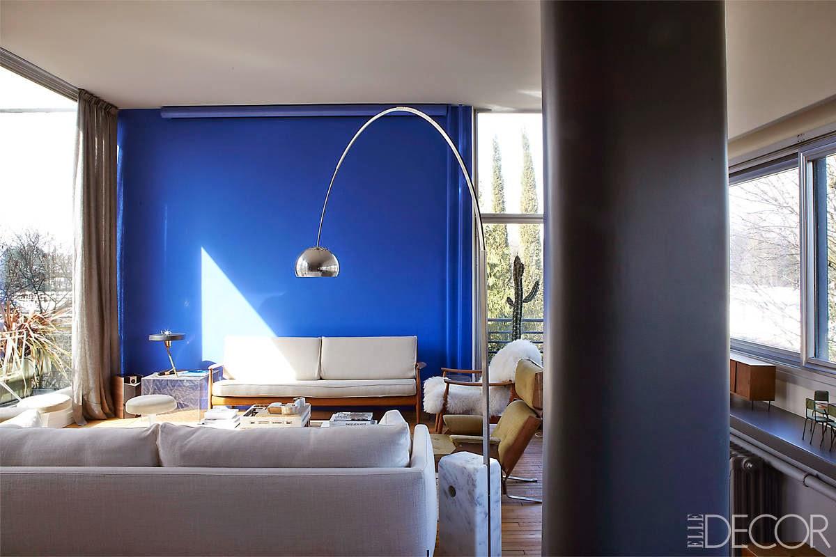 Renovierung einer Gertud Stein Wohnung im Sinne Le Corbusier in Paris: Wohnzimmer in Blau