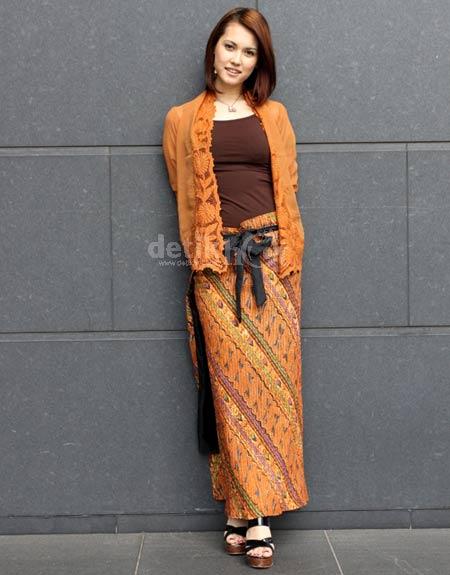 Si Cantik Maria Ozawa in Batik 04