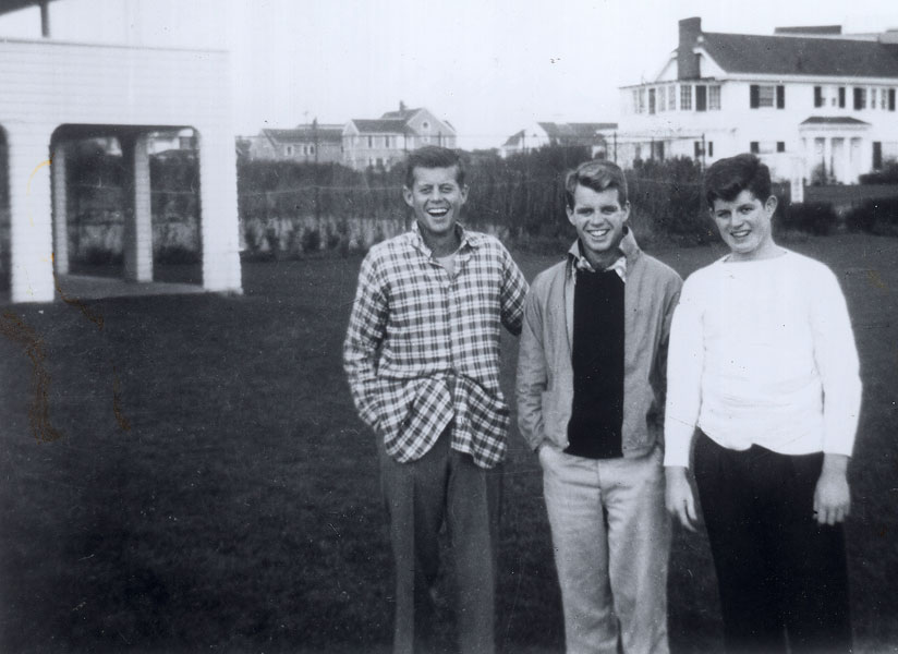25 Breathtaking Photos From The Past - The Kennedy trio in the mid 30s as teenagers; John, Bobby and Teddy