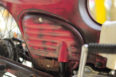 CRAZE ribbed side cover for HONDA C70 with aging painted