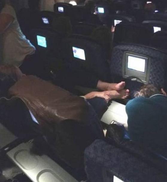 Perangai Menggelikan Manusia Dalam Kapal Terbang