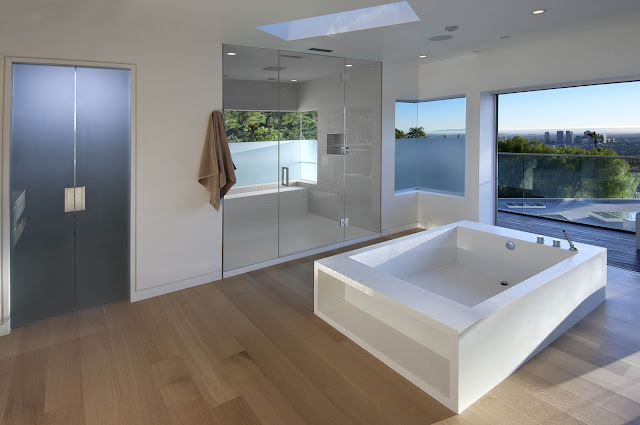 Picture of large modern bathroom