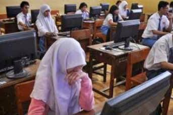 WOW Hanya 585 Sekolah Se-Indonesia yang Gelar UN Pakai Komputer