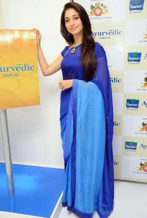 Tamannaa Bhatia - Stránka 3 Tammanah_Cute_in_Blue_saree_at_parshute_campaign+%283%29