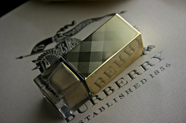 Burberry Nail Polish in Light Gold no.107