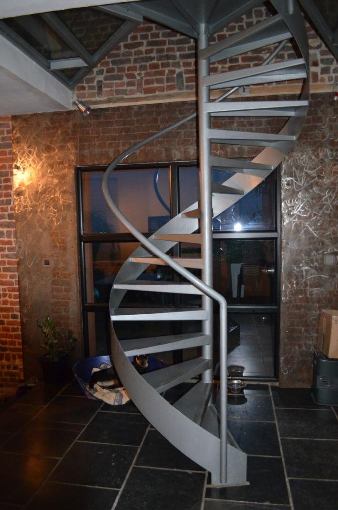 le top 10 des escaliers design en colima on et h licoidaux. Black Bedroom Furniture Sets. Home Design Ideas