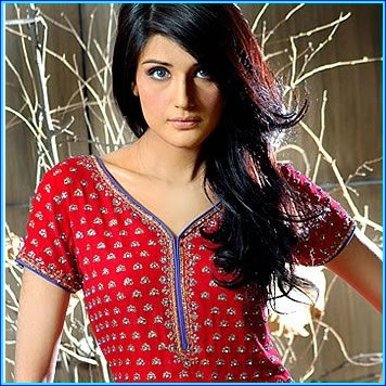 Pakistani Actress Zara Sheikh Pictures
