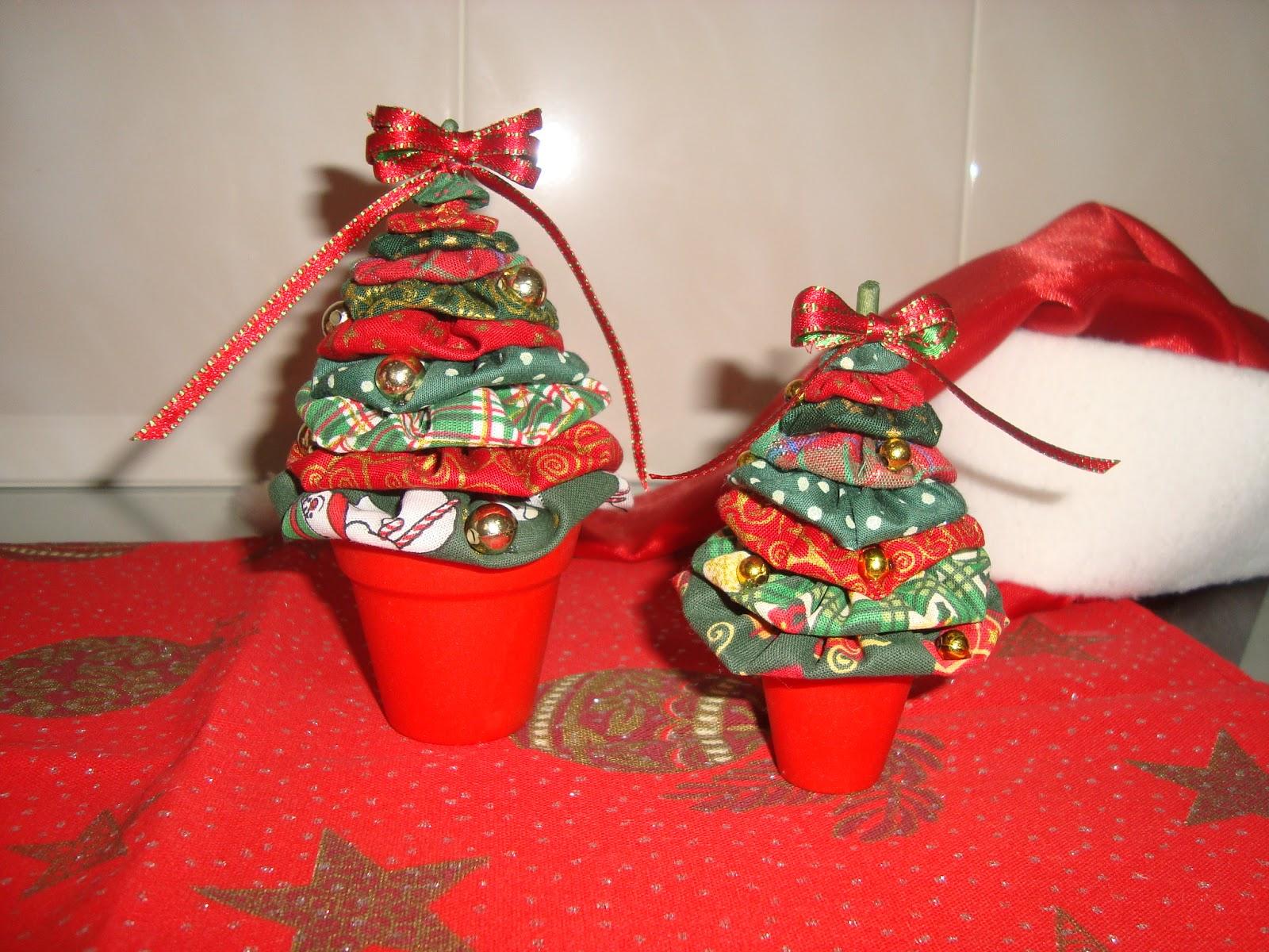 #B21A19 Arte Customizada by Priscila Kato: Árvore de Natal de fuxico 1600x1200 px enfeitando a escrivaninha @ bernauer.info Móveis Antigos Novos E Usados Online