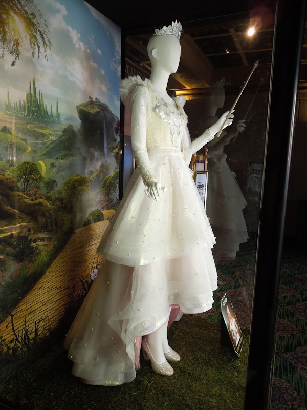Michelle Williams Glinda Oz costume