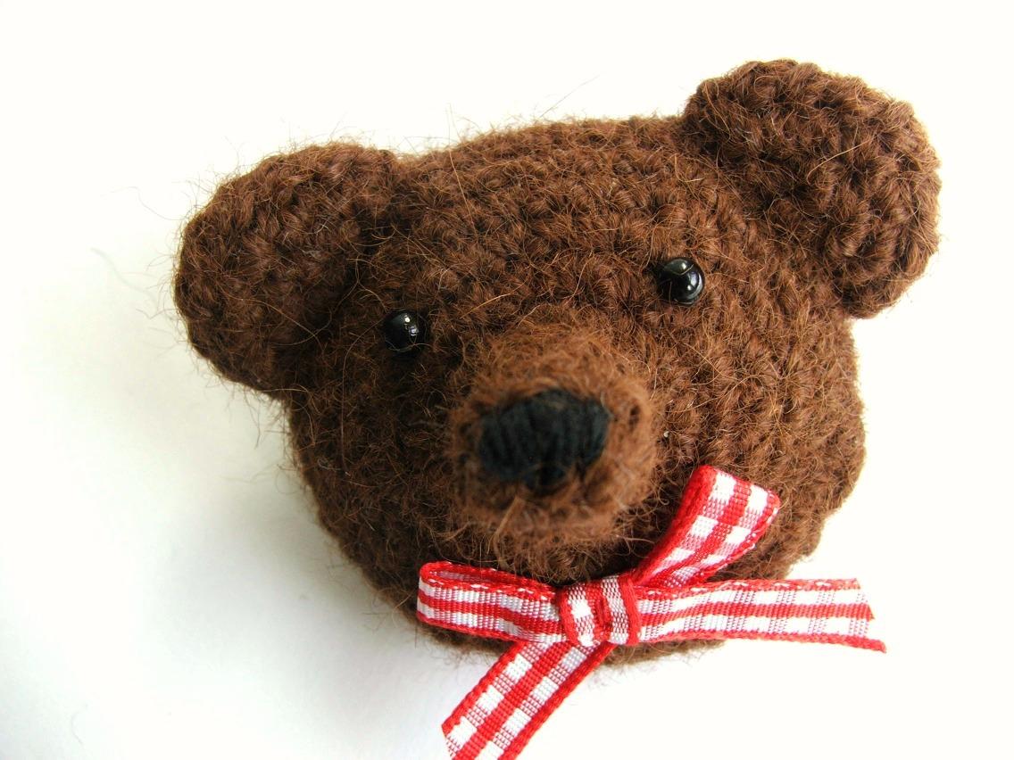 Free Crochet Patterns Of Bears : humble carnival: Bear Brooch - Free Crochet Pattern