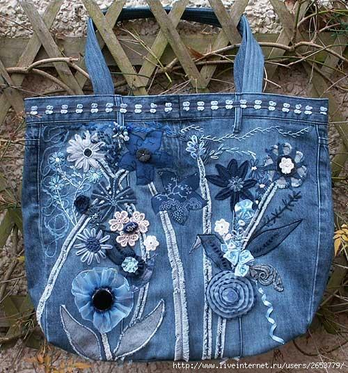 Bolso decorado con rosas de jeans, organza y bordado a crochet