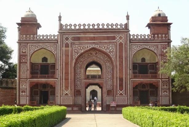 entree mausolee Itimad-ud-Daulah baby taj tombe agra inde visite