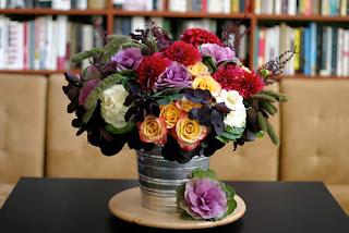 Bạn nên bày mẫu hoa này ở vị trí thông thoáng trong nhà.