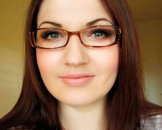 Tips make up untuk wanita berkacamata