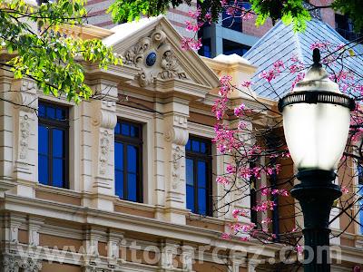 Detalhe da fachada frontal do Memorial Minas Gerais Vale, no prédio que abrigava a Secretaria da Fazenda, na Praça da Liberdade, em Belo Horizonte - Minas Gerais