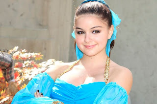 Ariel Winter Hollywood Female Star New Hot Pictures Gallery In 2013.
