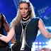 Performance de 'Fancy/Beg For It' de Iggy Azalea + Charli XCX nos AMAs 2014