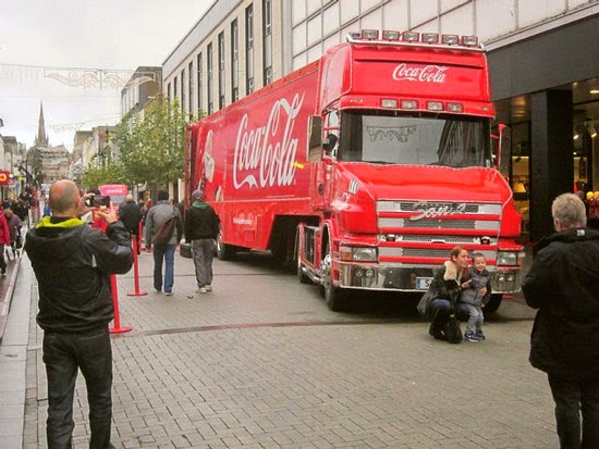 Coca-Cola Christmas Advert Truck Holidays Advertising