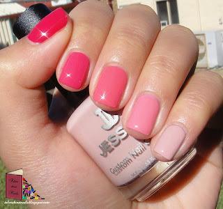 Unhas com diversos esmaltes de tons rosa